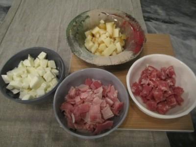 Prosciutto, salame, provola e mozzarella a cubetti